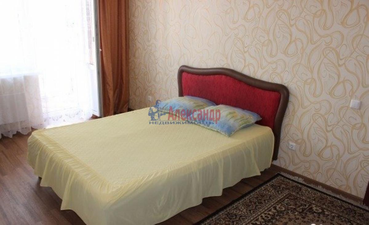 Комната в 2-комнатной квартире (56м2) в аренду по адресу Славы пр., 37— фото 1 из 4