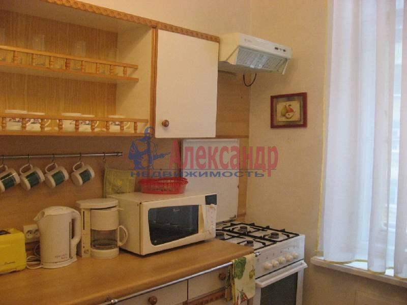 1-комнатная квартира (70м2) в аренду по адресу Рубинштейна ул., 3— фото 4 из 13