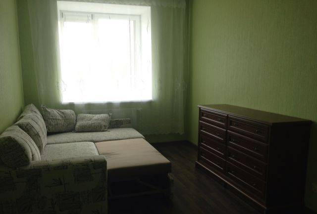 1-комнатная квартира (38м2) в аренду по адресу Есенина ул., 1— фото 1 из 6