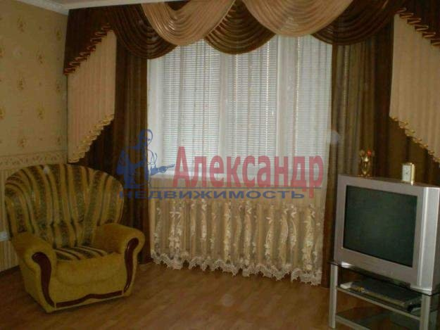 1-комнатная квартира (35м2) в аренду по адресу Белградская ул., 24— фото 1 из 2