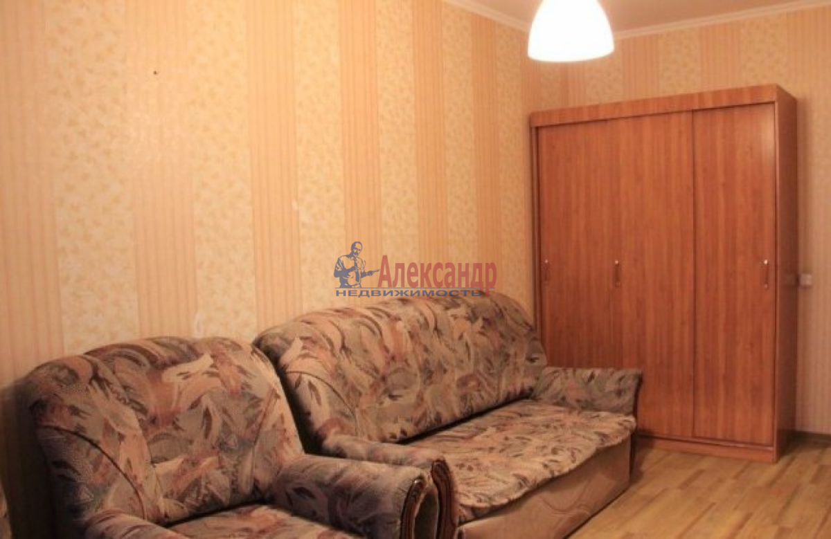 1-комнатная квартира (32м2) в аренду по адресу Тамбасова ул., 24— фото 1 из 4