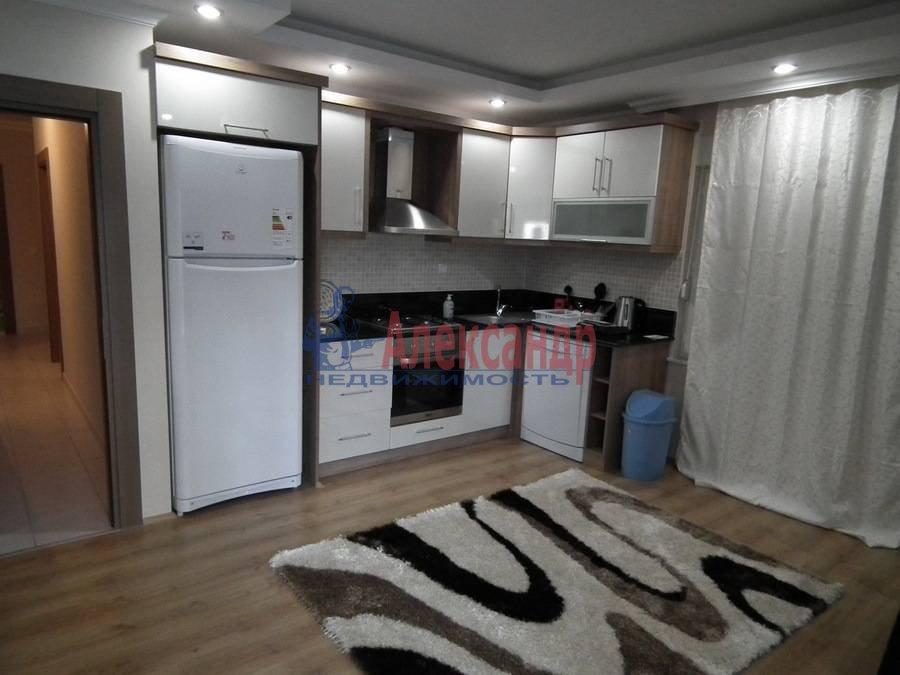 2-комнатная квартира (76м2) в аренду по адресу Мичуринская ул., 6— фото 1 из 4