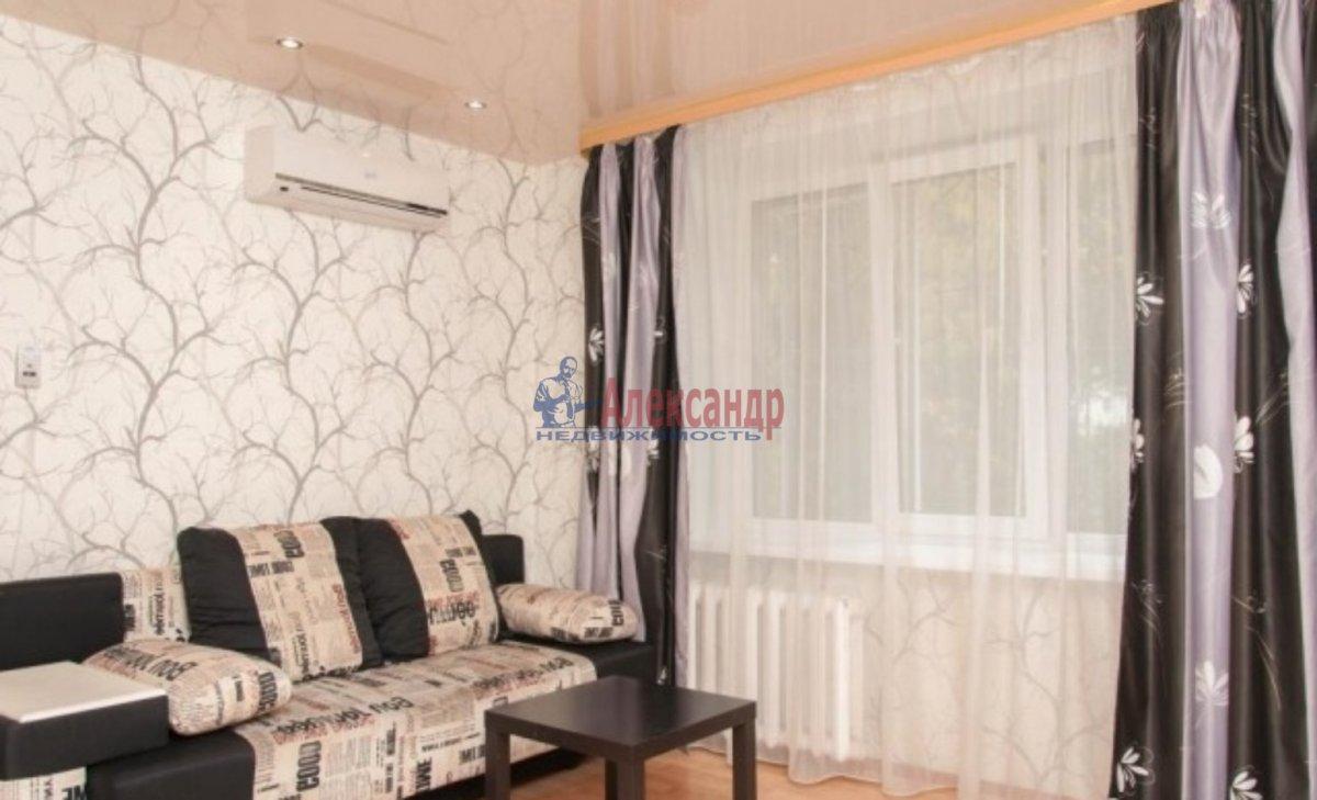 1-комнатная квартира (42м2) в аренду по адресу Лени Голикова ул., 76— фото 1 из 3