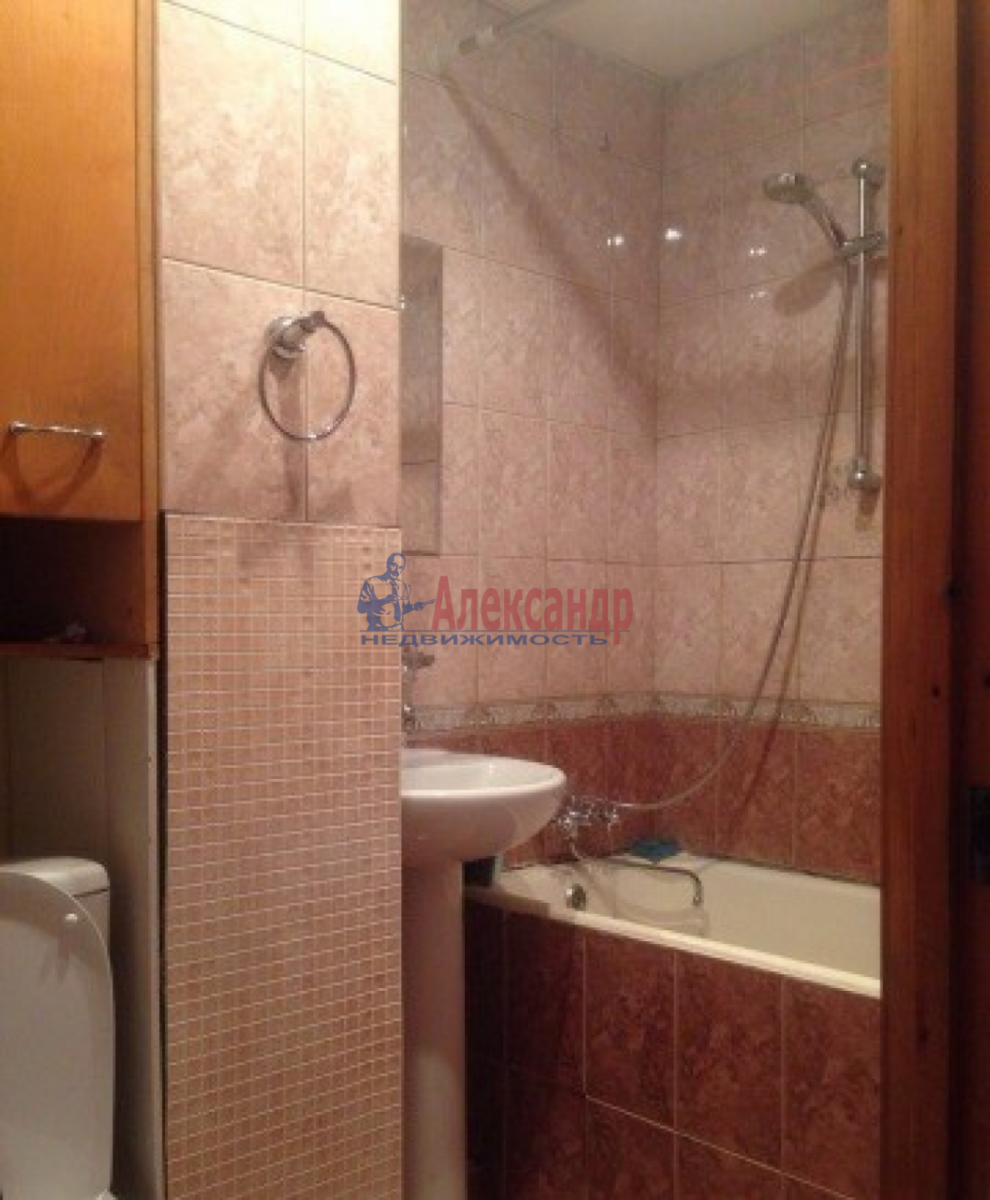 1-комнатная квартира (31м2) в аренду по адресу Ленсовета ул., 74— фото 6 из 10