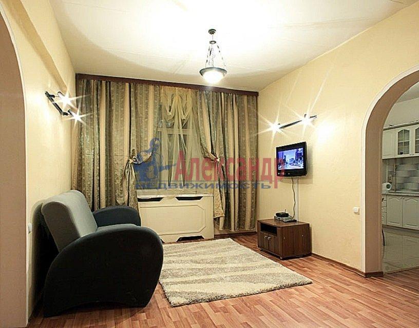 2-комнатная квартира (60м2) в аренду по адресу Коломяжский пр., 15— фото 1 из 5