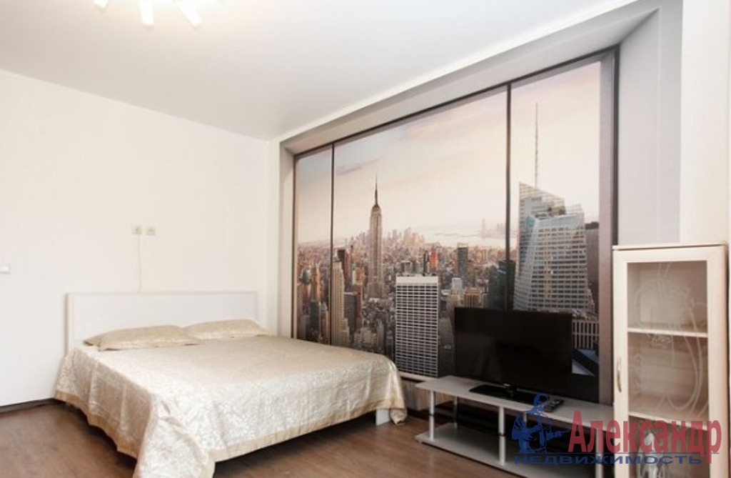 1-комнатная квартира (35м2) в аренду по адресу Луначарского пр., 78— фото 2 из 5