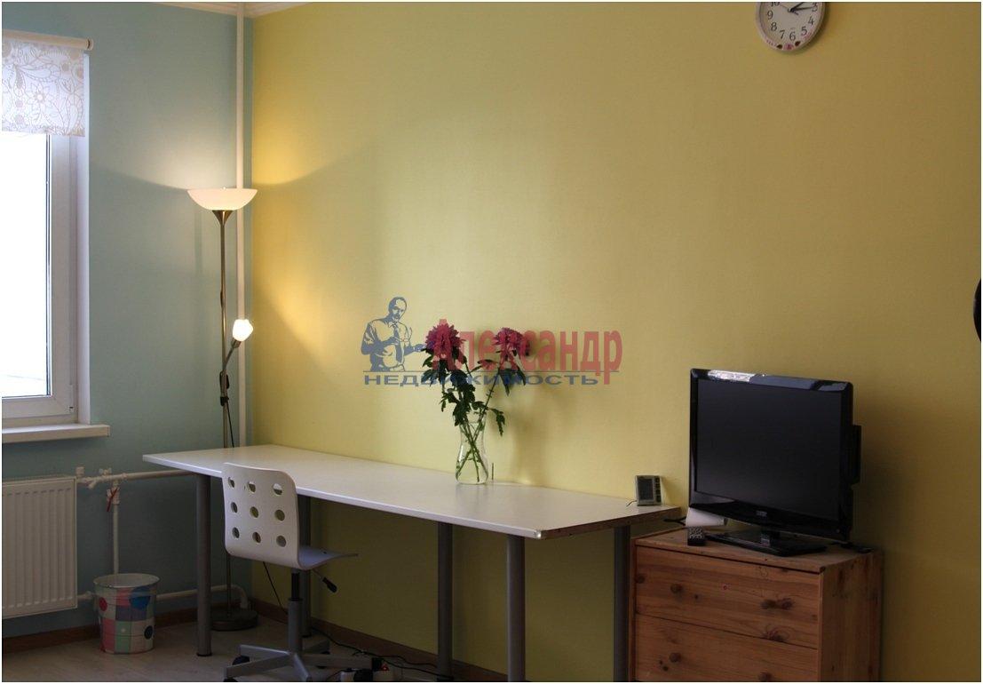 1-комнатная квартира (40м2) в аренду по адресу Чернышевского пл., 10— фото 2 из 4