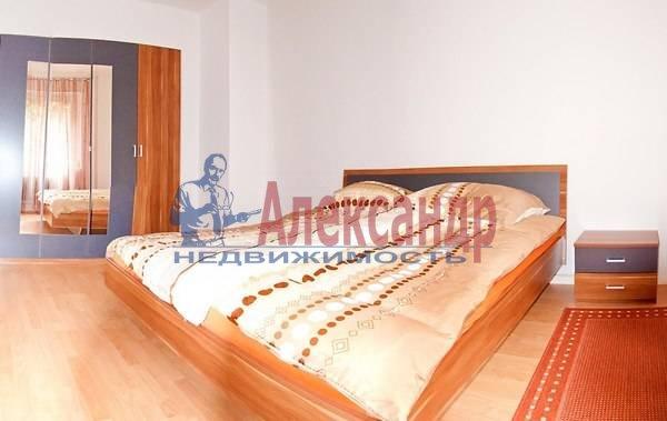 2-комнатная квартира (68м2) в аренду по адресу Невский пр.— фото 2 из 5