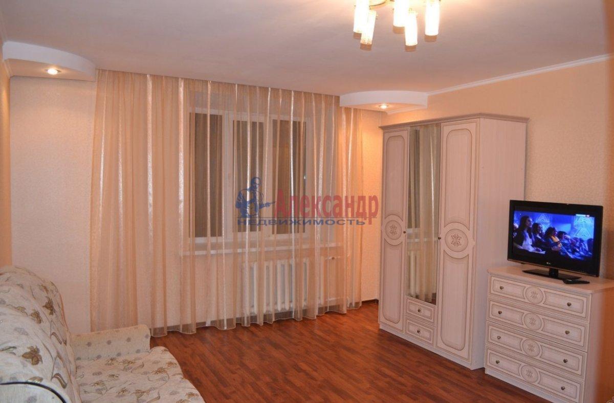 1-комнатная квартира (40м2) в аренду по адресу Комендантский пр., 23— фото 1 из 4
