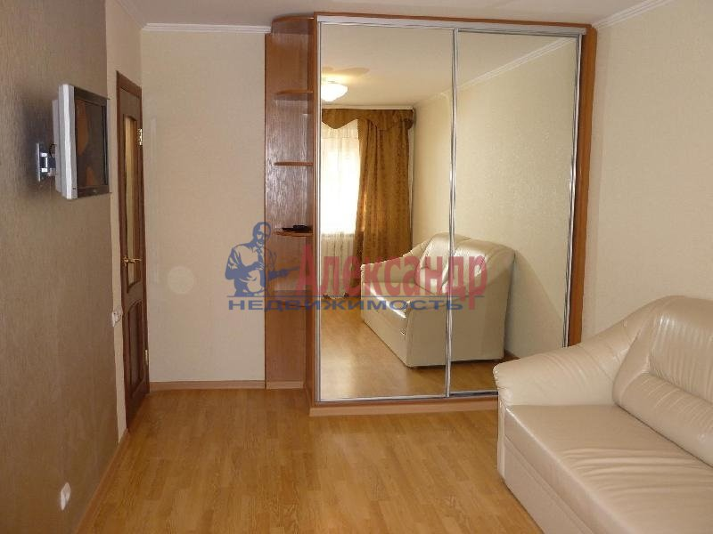 2-комнатная квартира (52м2) в аренду по адресу Зои Космодемьянской ул., 17— фото 1 из 4