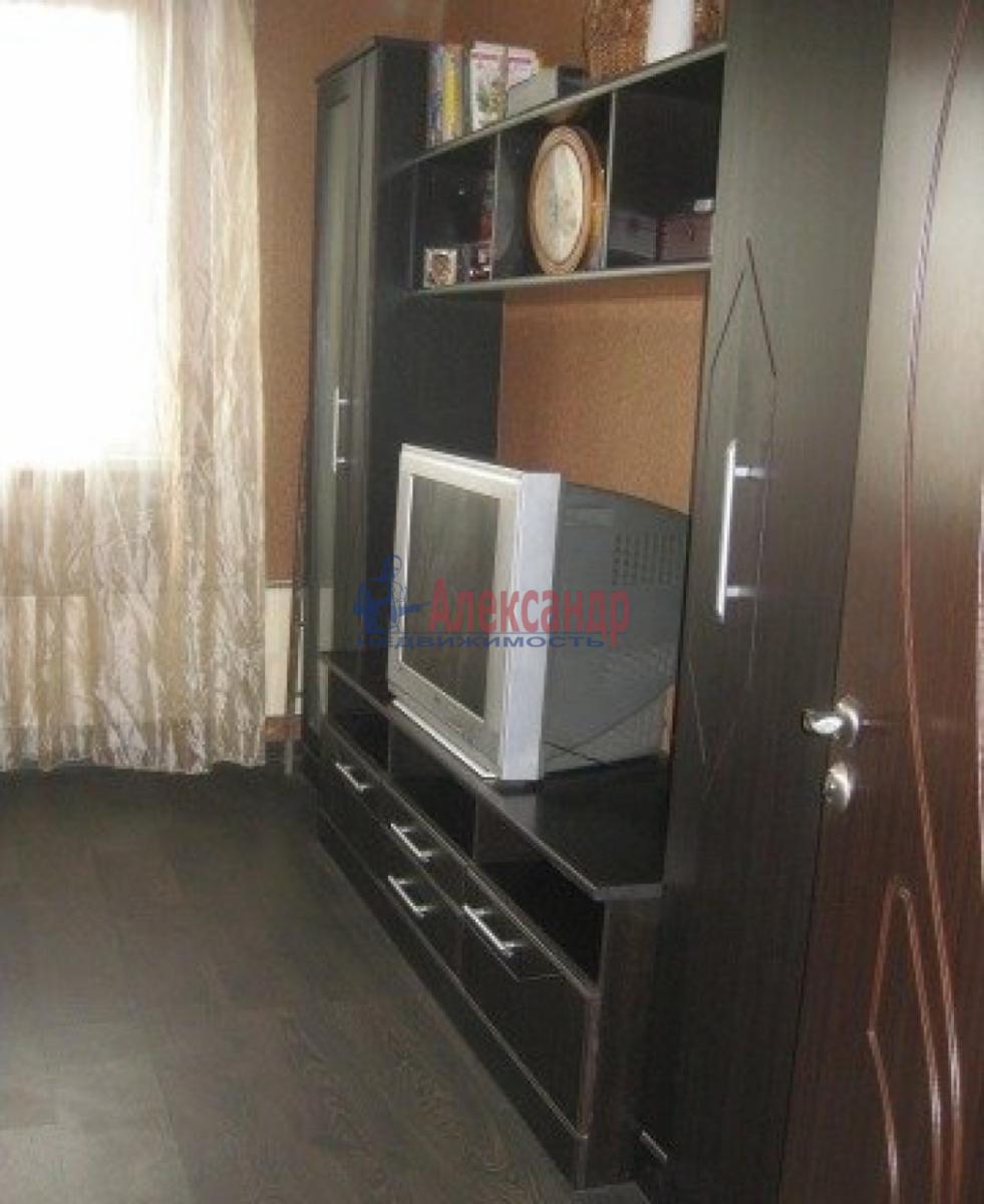Комната в 3-комнатной квартире (72м2) в аренду по адресу Швецова ул., 11— фото 1 из 6