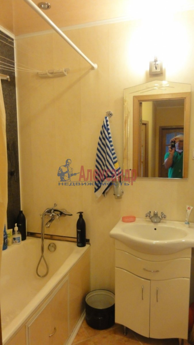 2-комнатная квартира (55м2) в аренду по адресу Маршала Казакова ул., 32— фото 5 из 5