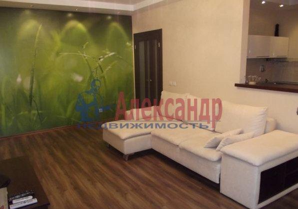 2-комнатная квартира (69м2) в аренду по адресу Свердловская наб., 58— фото 1 из 5