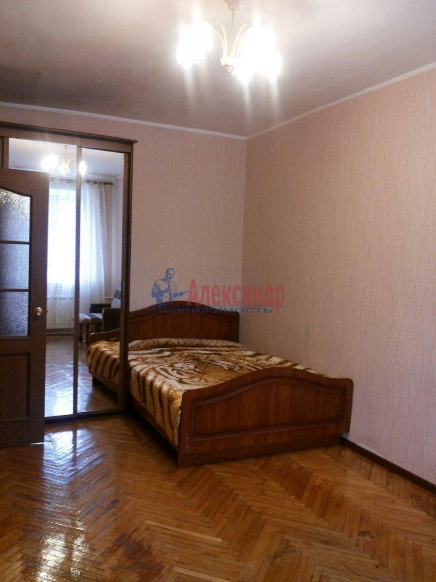1-комнатная квартира (30м2) в аренду по адресу Ленсовета ул., 27— фото 1 из 8