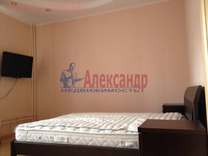 2-комнатная квартира (60м2) в аренду по адресу Софьи Ковалевской ул., 14— фото 2 из 4