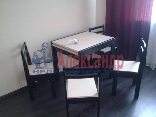 1-комнатная квартира (40м2) в аренду по адресу Матроса Железняка ул., 57— фото 2 из 7
