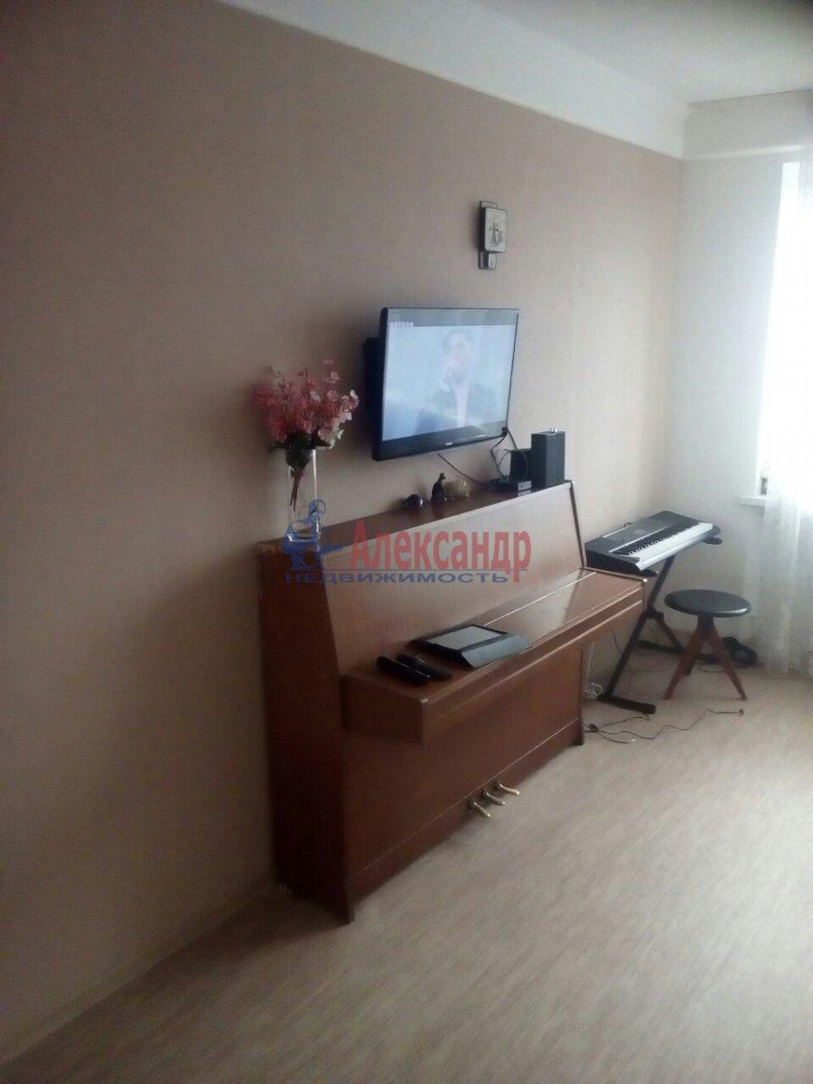 1-комнатная квартира (33м2) в аренду по адресу Большевиков пр., 15— фото 5 из 9