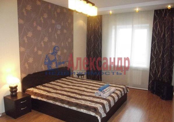 2-комнатная квартира (69м2) в аренду по адресу Свердловская наб., 58— фото 3 из 5