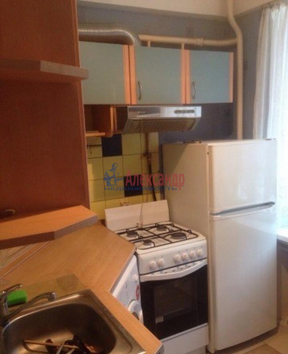 1-комнатная квартира (31м2) в аренду по адресу Ленсовета ул., 74— фото 9 из 10