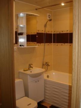 3-комнатная квартира (87м2) в аренду по адресу Дыбенко ул., 32— фото 2 из 4