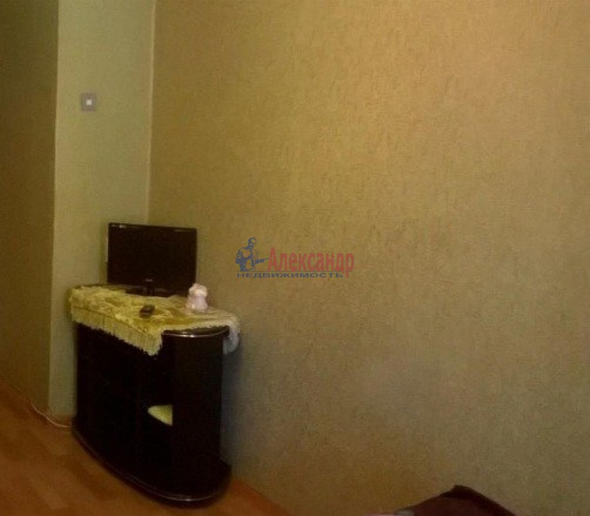 Комната в 4-комнатной квартире (131м2) в аренду по адресу Декабристов ул., 30— фото 4 из 6