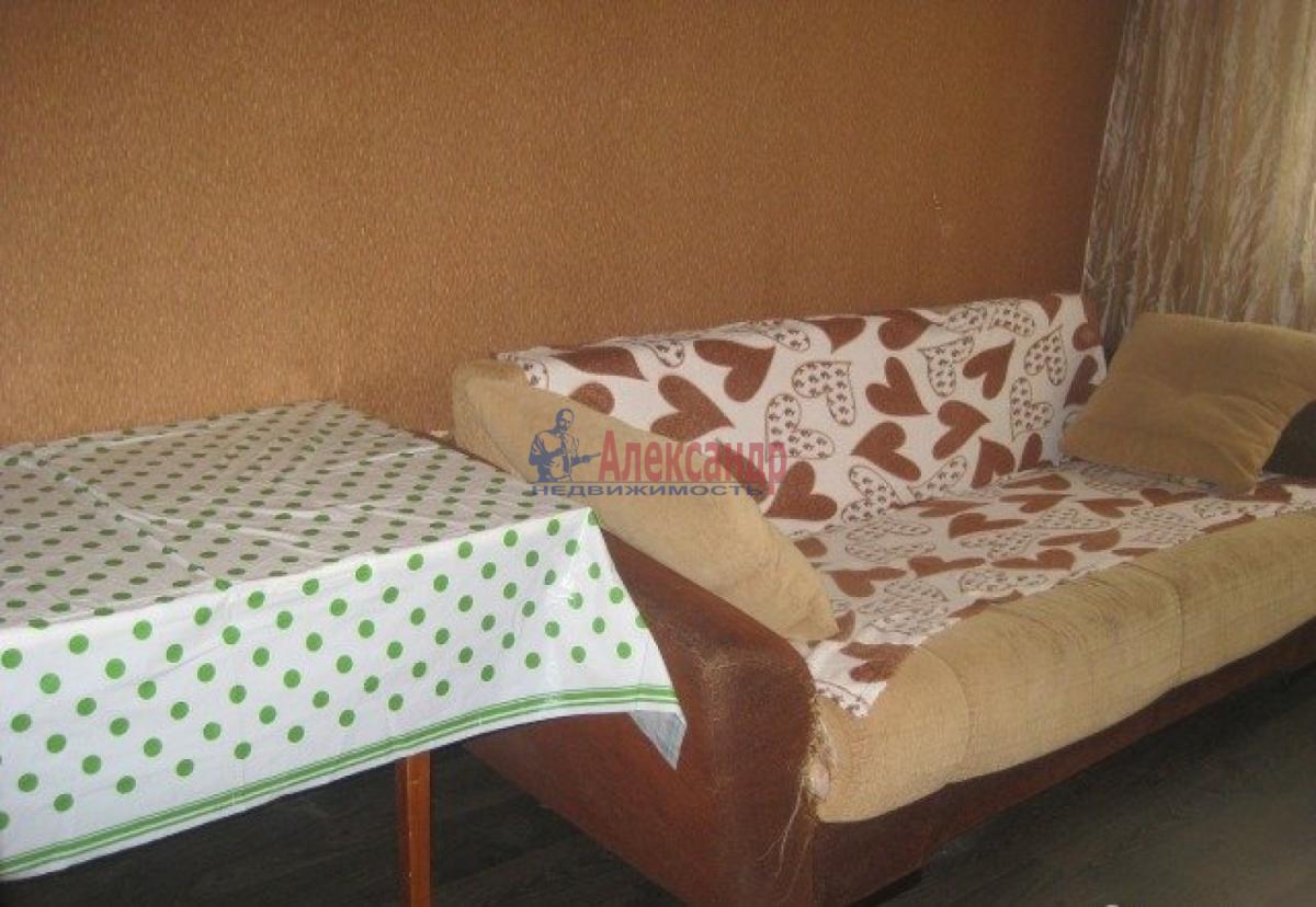 Комната в 3-комнатной квартире (72м2) в аренду по адресу Швецова ул., 11— фото 3 из 6