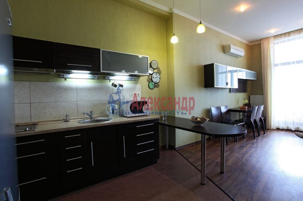2-комнатная квартира (75м2) в аренду по адресу Киевская ул., 3— фото 4 из 8
