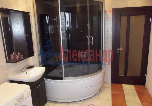 2-комнатная квартира (69м2) в аренду по адресу Свердловская наб., 58— фото 2 из 5