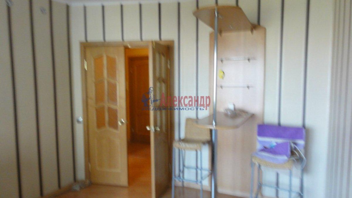 2-комнатная квартира (55м2) в аренду по адресу Маршала Казакова ул., 32— фото 3 из 5