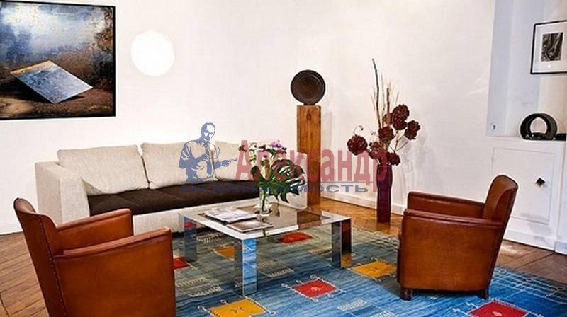 2-комнатная квартира (70м2) в аренду по адресу Невский пр.— фото 1 из 4