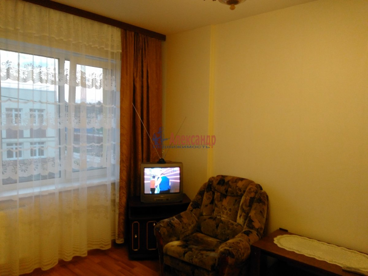 1-комнатная квартира (37м2) в аренду по адресу Юнтоловский пр., 49— фото 2 из 9