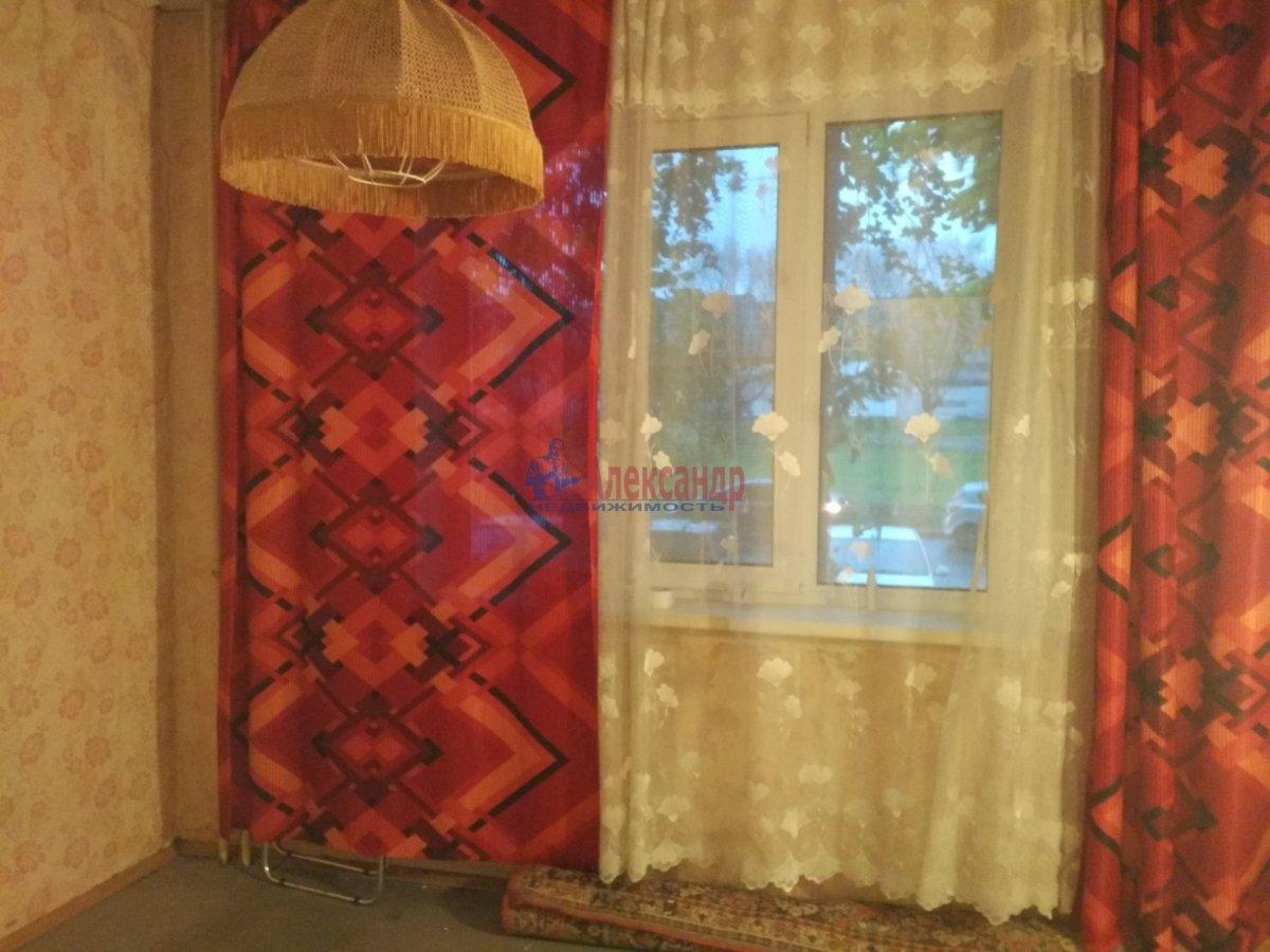 2-комнатная квартира (51м2) в аренду по адресу Малая Карпатская ул., 23— фото 2 из 5