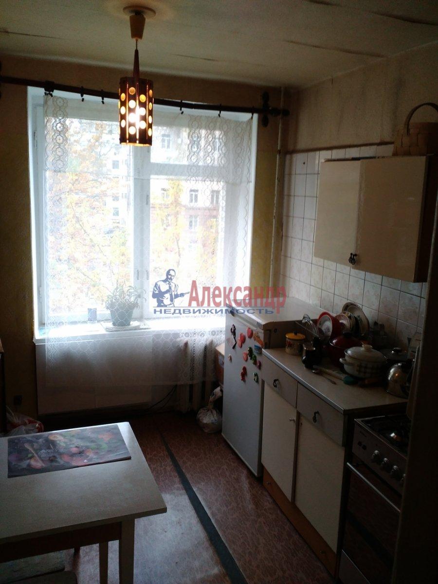 Комната в 2-комнатной квартире (53м2) в аренду по адресу Карташихина ул., 19— фото 2 из 9