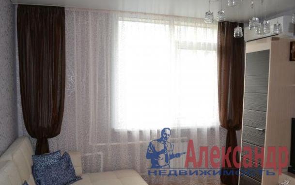 1-комнатная квартира (45м2) в аренду по адресу Новаторов бул., 67— фото 3 из 6