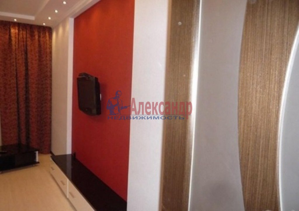 2-комнатная квартира (80м2) в аренду по адресу Обуховской Обороны пр., 110— фото 3 из 10