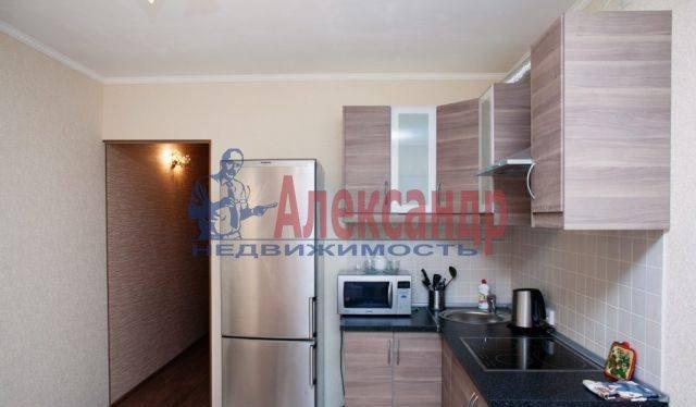 2-комнатная квартира (65м2) в аренду по адресу Бабушкина ул., 82— фото 1 из 9