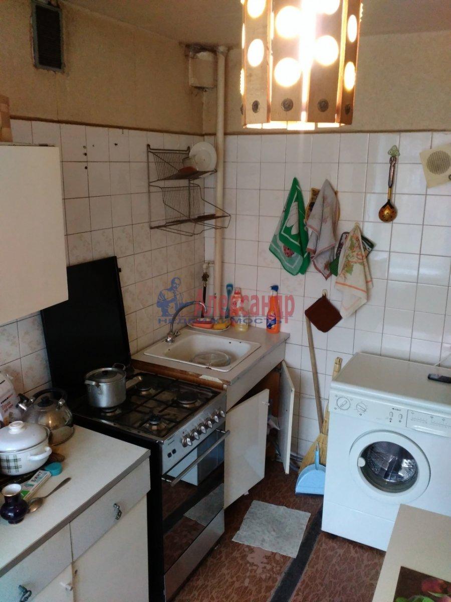 Комната в 2-комнатной квартире (53м2) в аренду по адресу Карташихина ул., 19— фото 1 из 9