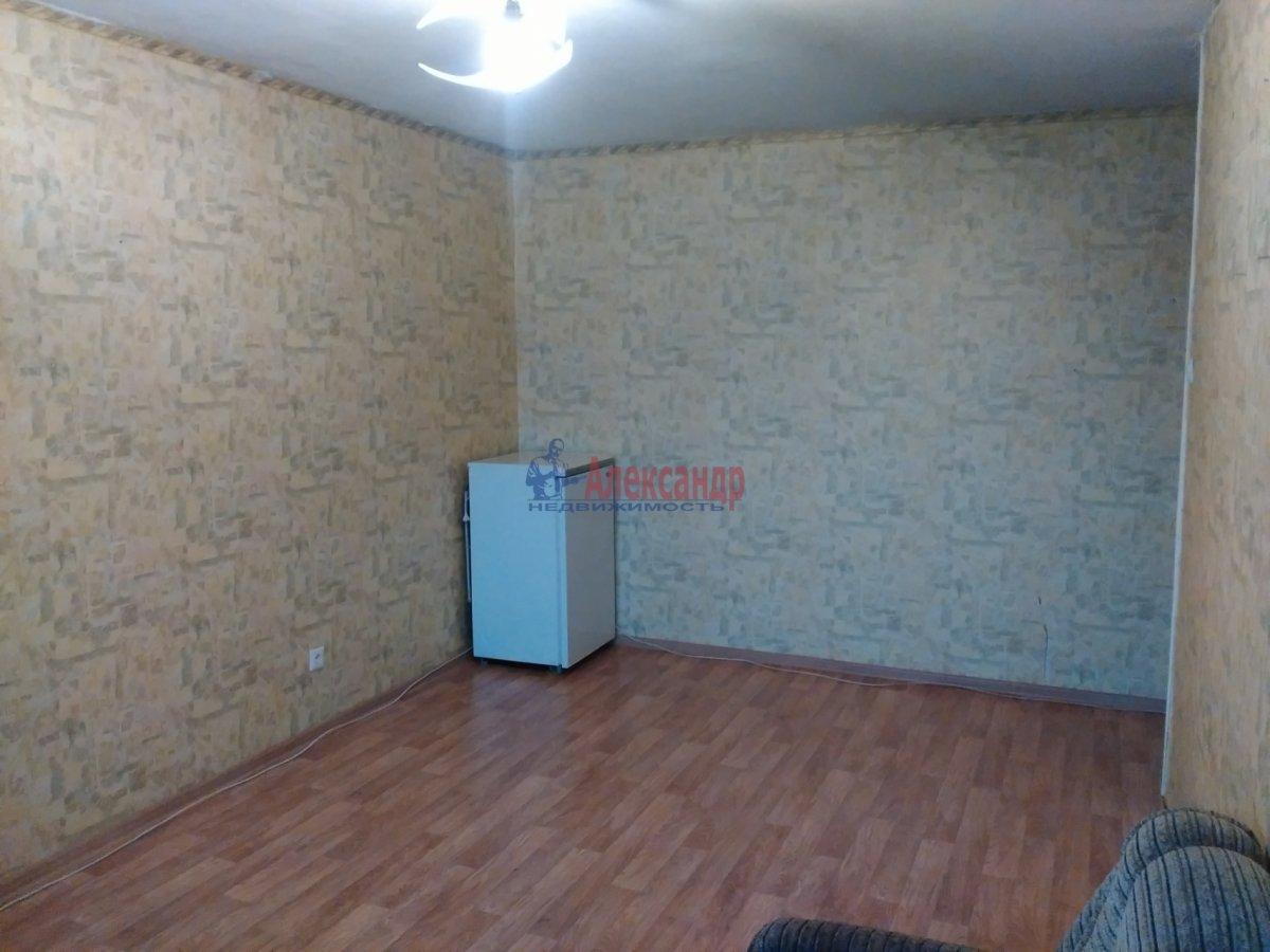 Комната в 3-комнатной квартире (70м2) в аренду по адресу Дыбенко ул., 22— фото 2 из 5