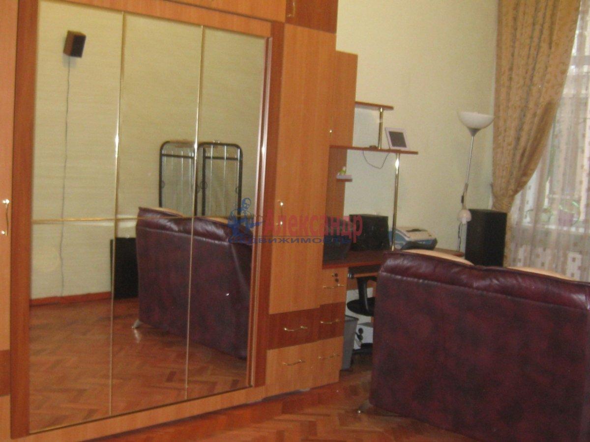 2-комнатная квартира (58м2) в аренду по адресу Радищева ул., 15— фото 4 из 10