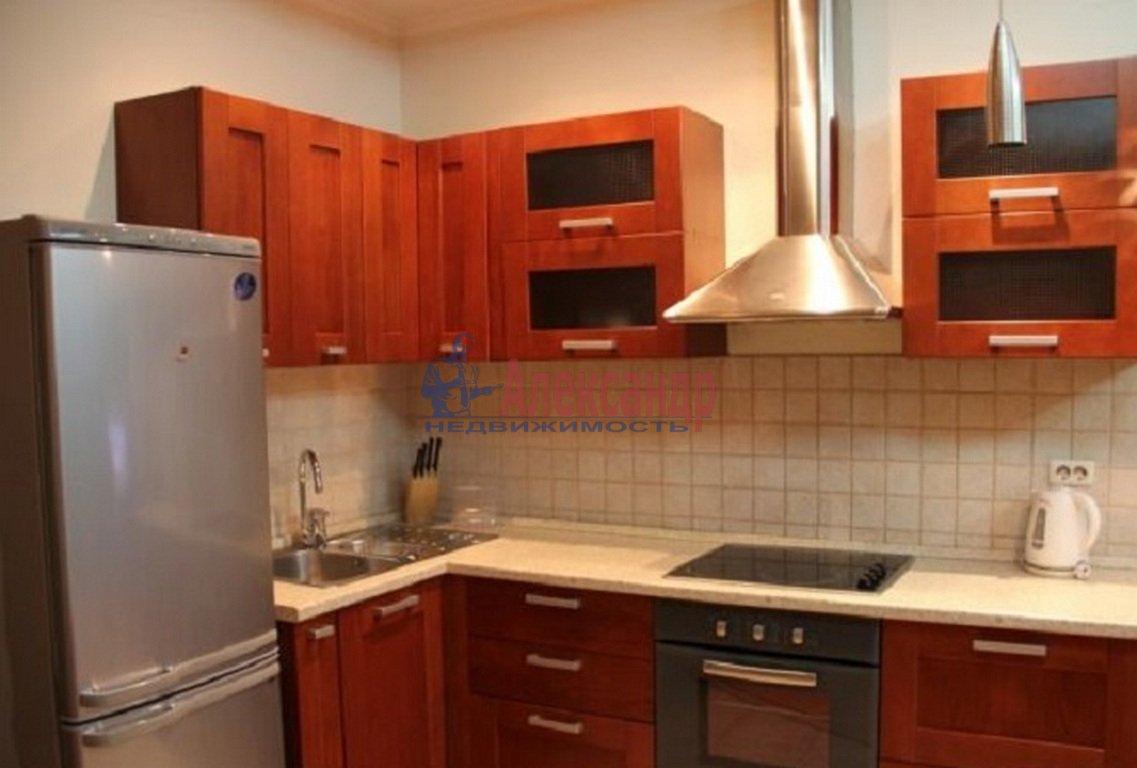 2-комнатная квартира (58м2) в аренду по адресу Оптиков ул., 45— фото 3 из 4