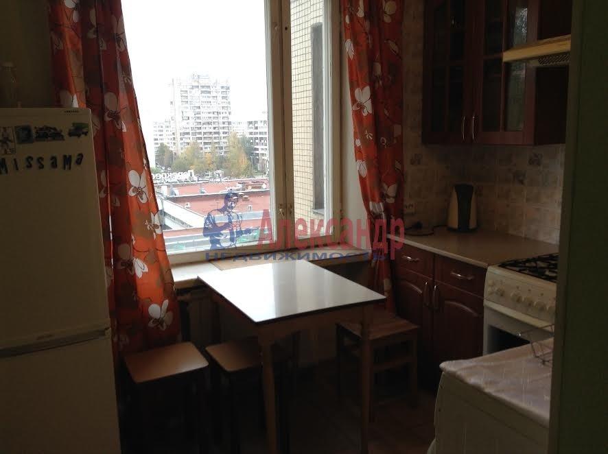 2-комнатная квартира (65м2) в аренду по адресу Художников пр., 33— фото 3 из 8