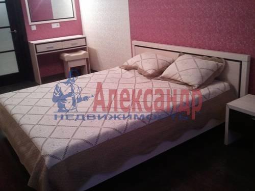 2-комнатная квартира (98м2) в аренду по адресу Обуховской Обороны пр., 138— фото 7 из 9