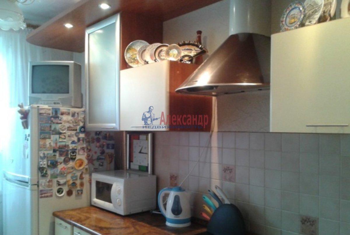 1-комнатная квартира (42м2) в аренду по адресу Лени Голикова ул., 76— фото 2 из 3