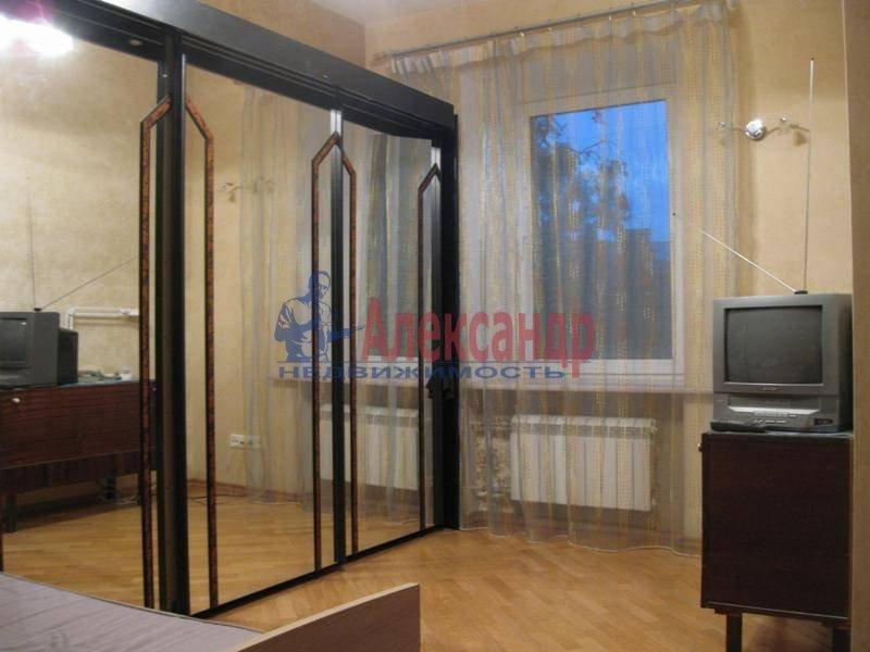 3-комнатная квартира (62м2) в аренду по адресу Ропшинская ул., 32— фото 1 из 11