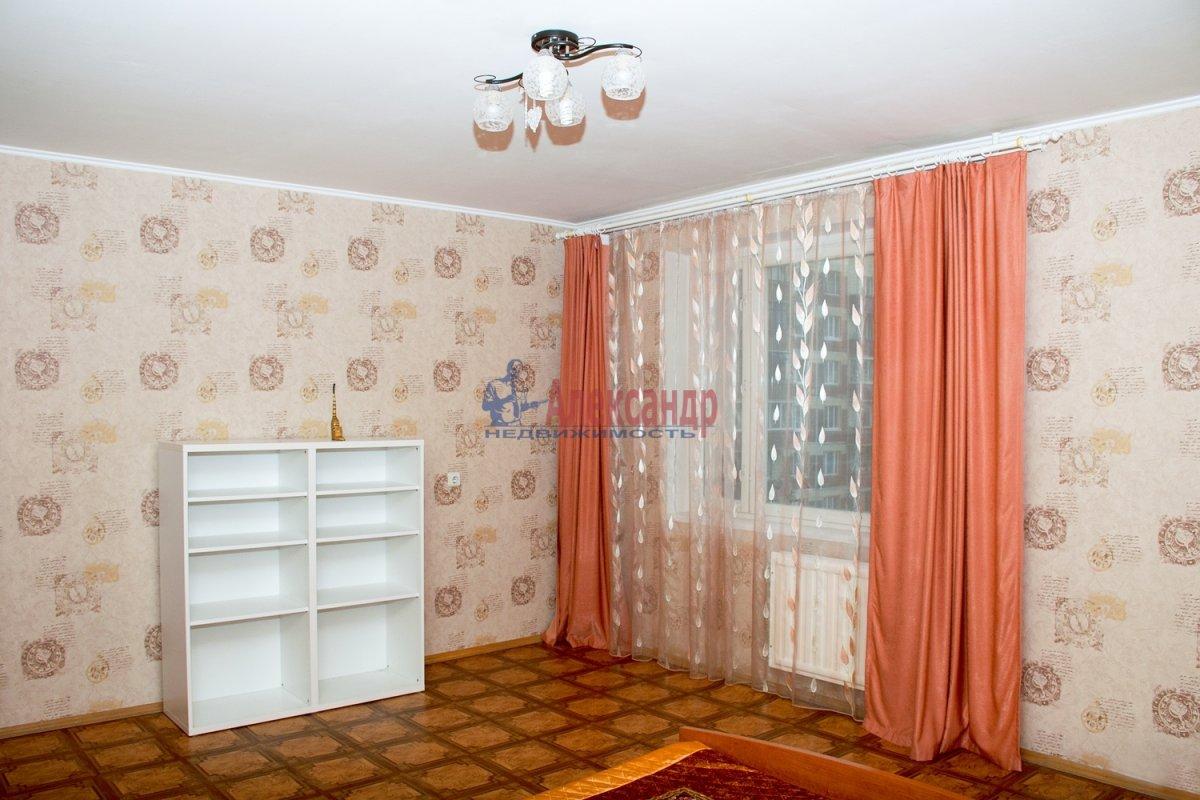 1-комнатная квартира (40м2) в аренду по адресу Оборонная ул., 22— фото 1 из 7