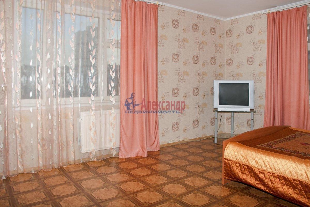 1-комнатная квартира (40м2) в аренду по адресу Оборонная ул., 22— фото 2 из 7