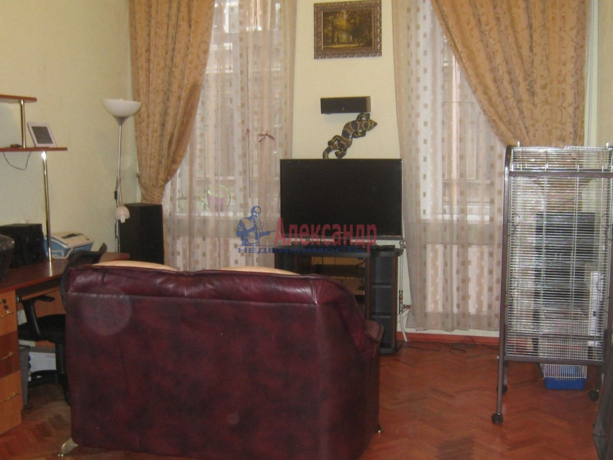 2-комнатная квартира (58м2) в аренду по адресу Радищева ул., 15— фото 2 из 10