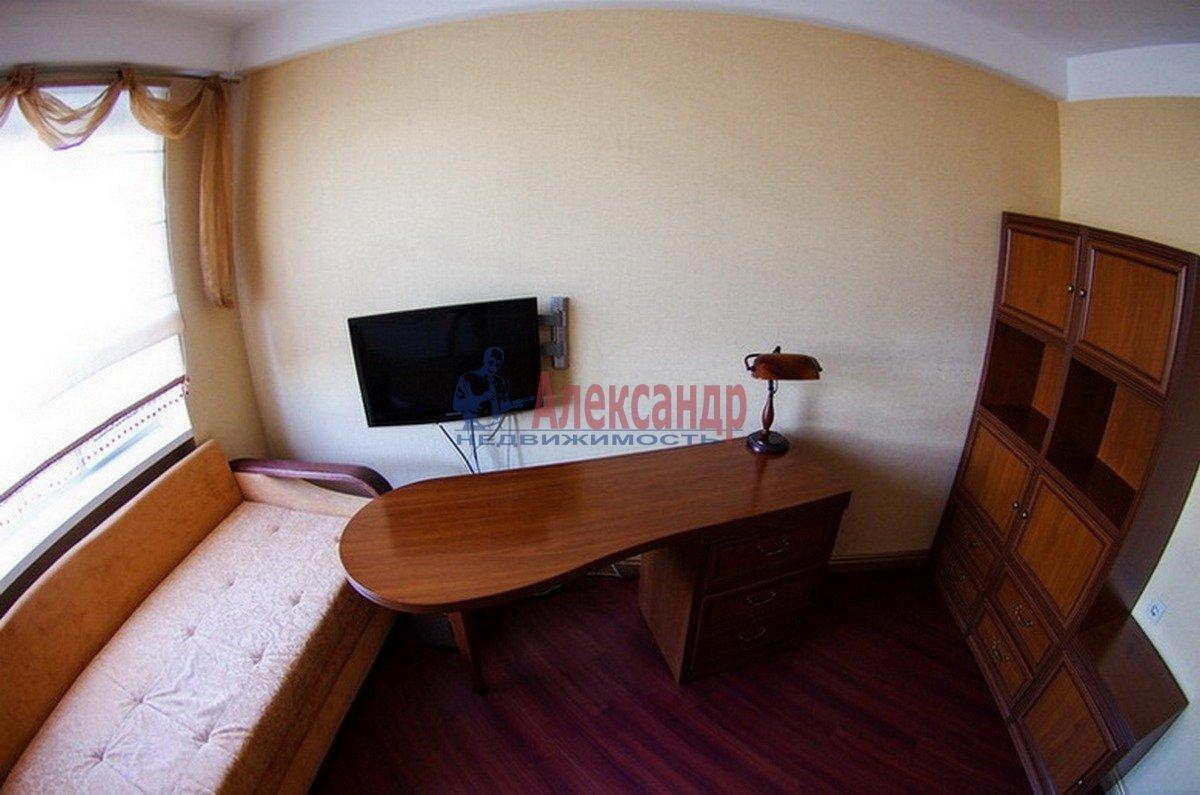3-комнатная квартира (55м2) в аренду по адресу Есенина ул., 18— фото 4 из 7