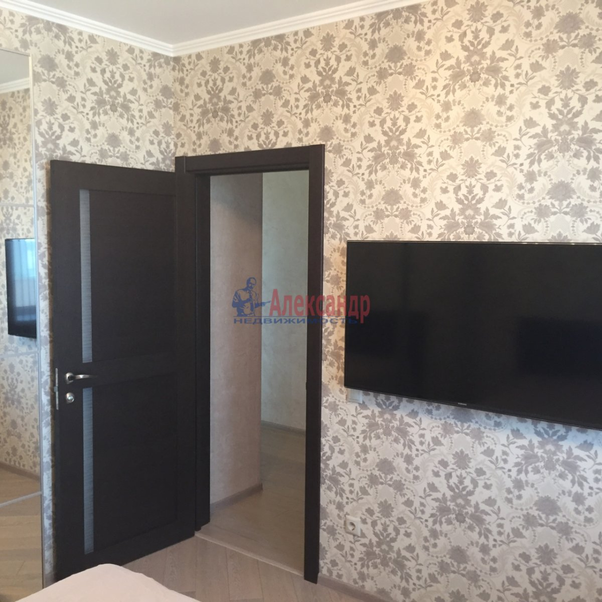 2-комнатная квартира (64м2) в аренду по адресу Белы Куна ул., 1— фото 4 из 9
