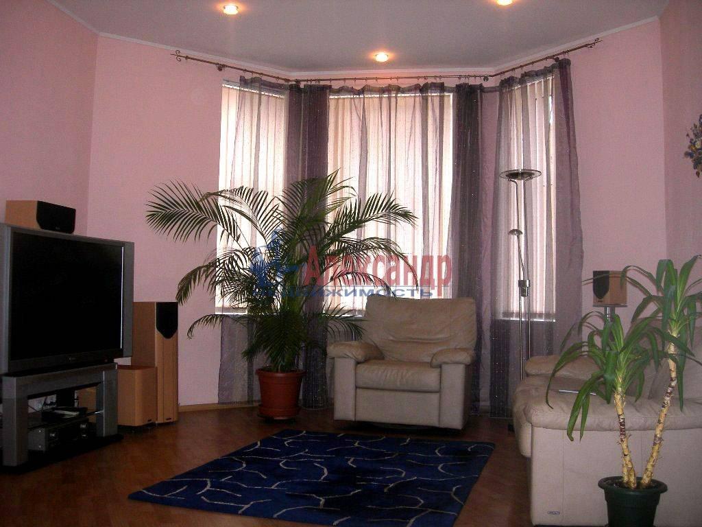 4-комнатная квартира (120м2) в аренду по адресу Суворовский пр.— фото 1 из 9